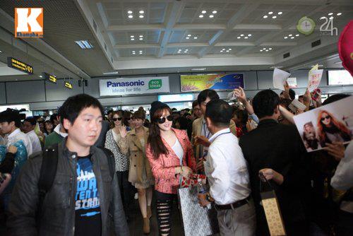 T-ara rạng rỡ tại sân bay Nội Bài - 1