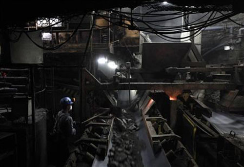 Ba Lan: Giải cứu 19 người kẹt hầm mỏ sâu 600m - 1