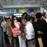Ca nhạc - MTV - T-ara rạng rỡ tại sân bay Nội Bài