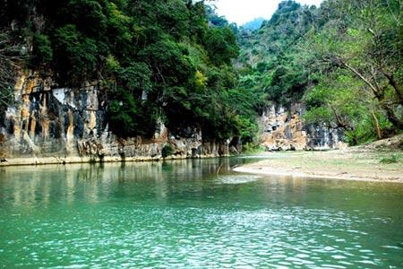 Vẻ đẹp hoang sơ của hồ Ba Bể - 1