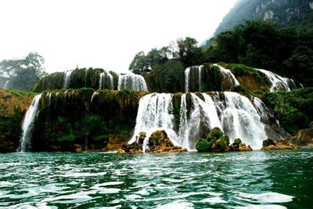 Vẻ đẹp hoang sơ của hồ Ba Bể - 2