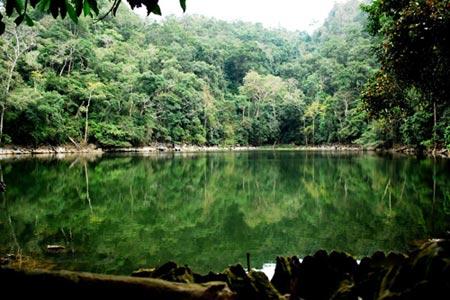 Vẻ đẹp hoang sơ của hồ Ba Bể - 3