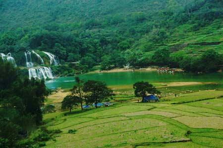 Vẻ đẹp hoang sơ của hồ Ba Bể - 11