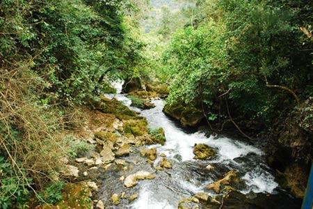 Vẻ đẹp hoang sơ của hồ Ba Bể - 14
