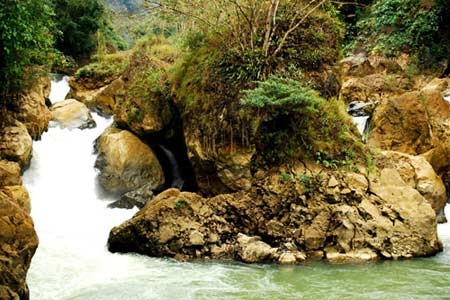Vẻ đẹp hoang sơ của hồ Ba Bể - 9
