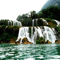 Vẻ đẹp hoang sơ của hồ Ba Bể