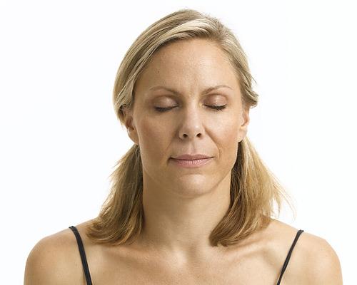 Bài tập yoga cho khuôn mặt trẻ mãi - 10