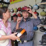 Tin tức trong ngày - Hà Nội ngày đầu thực hiện đổi mũ bảo hiểm