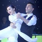 Sao ngoại-sao nội - Yến Trang diện áo dài nhảy Waltz