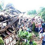 Tin tức trong ngày - Hai xe tải tông nhau, 4 người thương vong