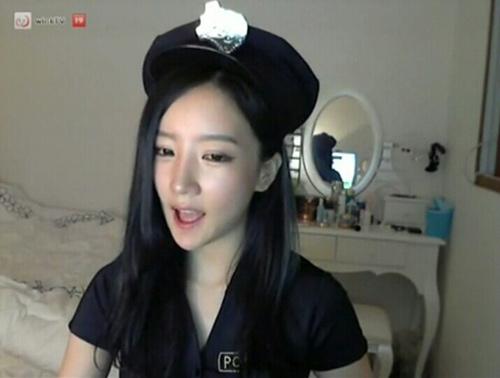 Showbiz Hàn lại xôn xao clip sex - 1