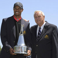 HOT: Tiger Woods trở lại số 1 thế giới