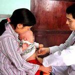 Sức khỏe đời sống - Gia đình có 4 trẻ sơ sinh cứ bú mẹ là tử vong