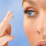 Sức khỏe đời sống - Bị mất một mắt vì đeo kính áp tròng