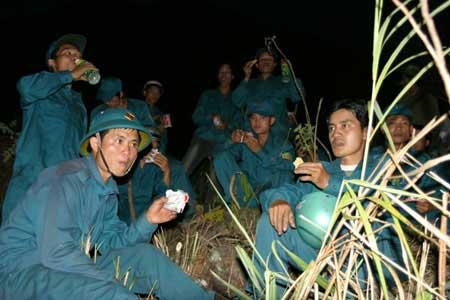 Hơn 700 người cứu rừng cháy ở Lai Châu - 9