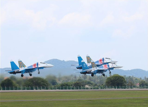 Nga, Pháp phô diễn sức mạnh của chiến đấu cơ - 10
