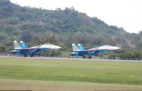 Nga, Pháp phô diễn sức mạnh của chiến đấu cơ - 12