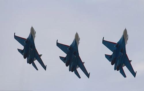 Nga, Pháp phô diễn sức mạnh của chiến đấu cơ - 14