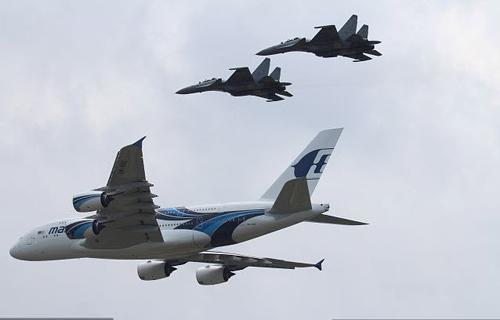 Nga, Pháp phô diễn sức mạnh của chiến đấu cơ - 2
