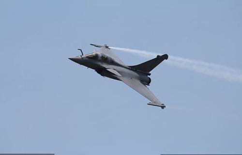 Nga, Pháp phô diễn sức mạnh của chiến đấu cơ - 4