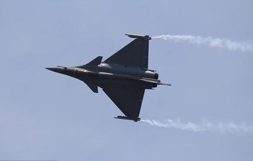 Nga, Pháp phô diễn sức mạnh của chiến đấu cơ - 5