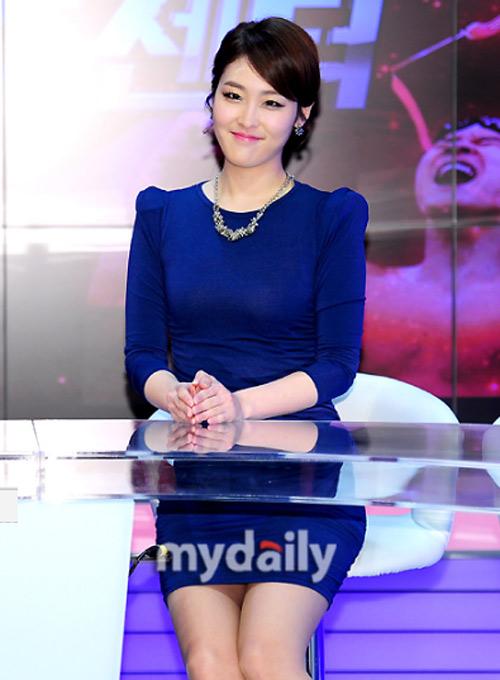 """Đẳng cấp sexy của """"nữ hoàng"""" Lee Hyori! - 10"""