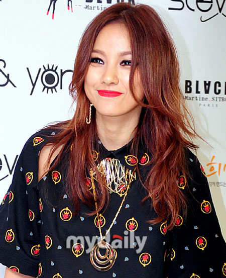 """Đẳng cấp sexy của """"nữ hoàng"""" Lee Hyori! - 3"""