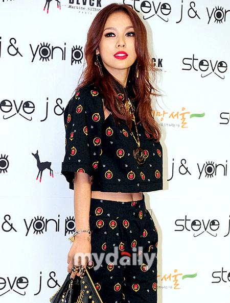 """Đẳng cấp sexy của """"nữ hoàng"""" Lee Hyori! - 4"""