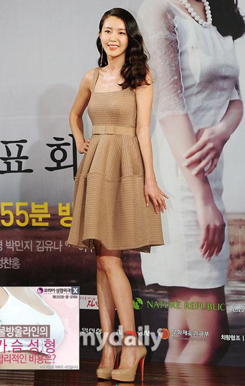 """Đẳng cấp sexy của """"nữ hoàng"""" Lee Hyori! - 5"""