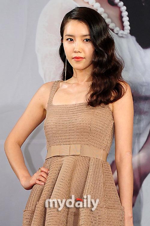 """Đẳng cấp sexy của """"nữ hoàng"""" Lee Hyori! - 6"""
