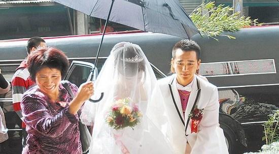 Những đám cưới kỳ quái ở Trung Quốc - 9
