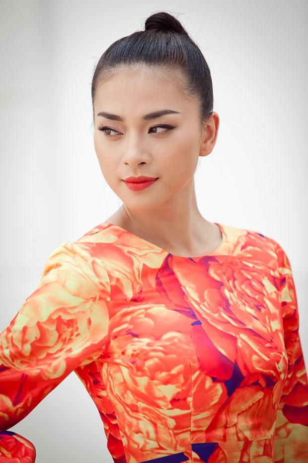 Ngô Thanh Vân chói chang với sắc hoa - 1