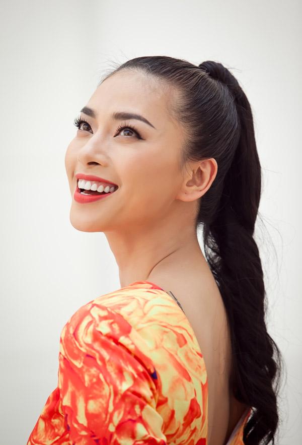 Ngô Thanh Vân chói chang với sắc hoa - 2