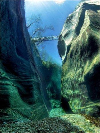 Cảnh tượng tuyệt đẹp dưới những dòng sông 'trinh nữ' - 6