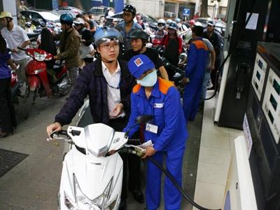 Xăng dầu chưa giảm, dân gánh phí hoa hồng - 1