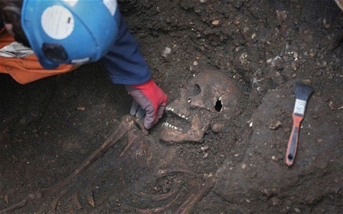 Phát hiện hố chôn tập thể từ thế kỷ XV ở Anh - 1