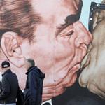 Tin tức trong ngày - Đức: Phá một phần Bức tường Berlin