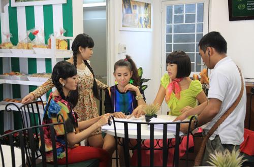 Diễm Châu lòe loẹt bán bún đậu - 7