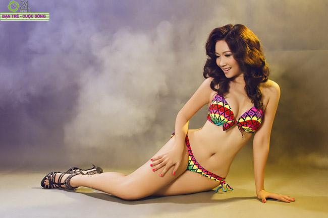 Vẻ đẹp nõn nà của hot girl Thiên Cầm  Cô 'bánh tráng' e ấp bên chàng 'bánh giò' Nga Tây phô diễn ba vòng quyến rũ Hot girl sexy nhất Hà thành