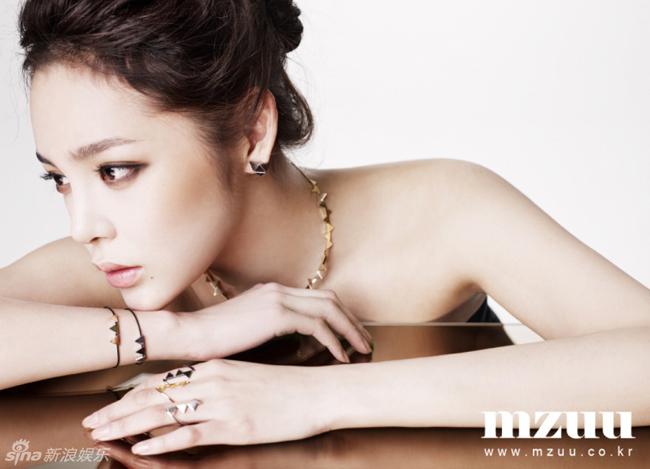 So với ngày đăng quang danh hiệu Hoa hậu Hàn Quốc năm 2000, nhan sắc Park Shi Yeon đã khác rất nhiều