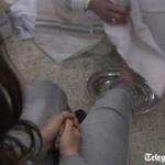 Tin tức trong ngày - Giáo hoàng tự tay rửa chân cho tù nhân