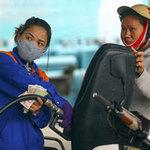 Tin tức trong ngày - Giá xăng phải tăng vì rẻ hơn nước ngoài?