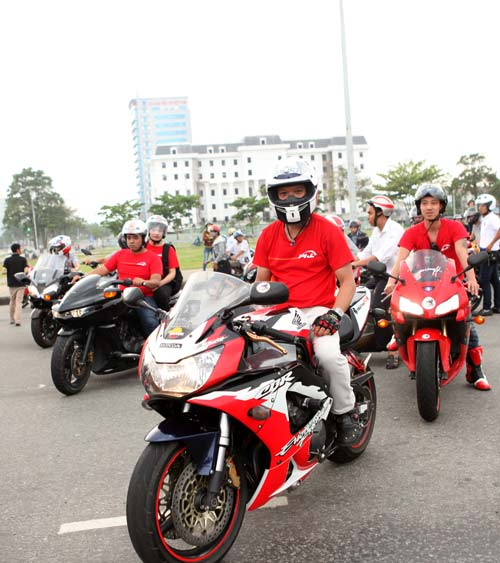 Honda Ôtô Đà Nẵng: 400 Xe Mô Tô Khủng Rầm Rập Diễu Hành Tại Đà Nẵng Trang 2