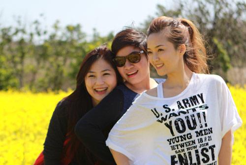 Hương Tràm, Đinh Hương nhí nhảnh tại HQ - 1