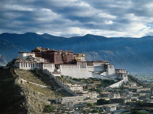 Lở đất ở Tây Tạng, 83 công nhân bị chôn vùi - 1