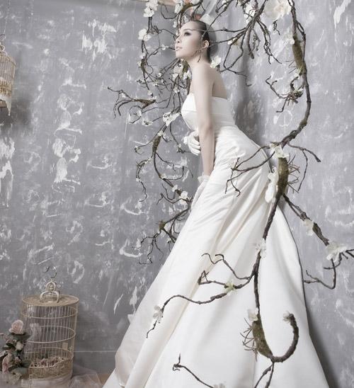 Quỳnh Nga chọn váy cưới cho nàng dâu - 4