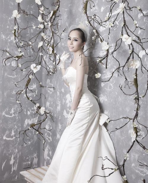 Quỳnh Nga chọn váy cưới cho nàng dâu - 5