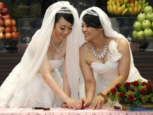 Cấm kết hôn với người nước ngoài cùng giới - 1