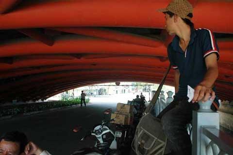 Mưu sinh giữa nắng nóng Sài Gòn - 2