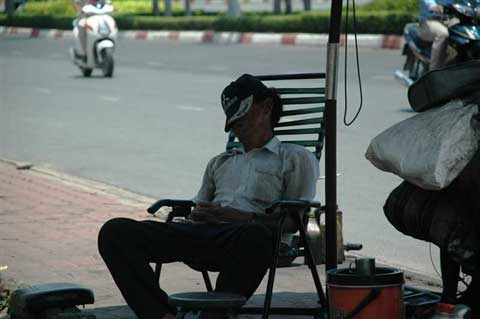 Mưu sinh giữa nắng nóng Sài Gòn - 8